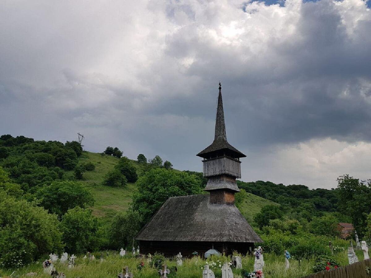 Biserica din Lăpugiu de JOS Zone folclorice din Hunedoara